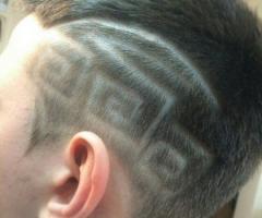 Мужская стрижка с элементами Hair tattoo